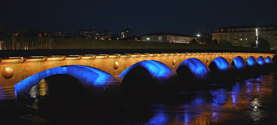 A ponte do Burgo iluminada